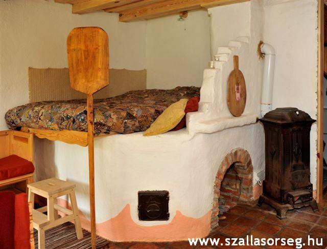 A Kerek-Perec Vendégházban, Őriszentpéteren egy régi kemence lett átalakítva ággyá.