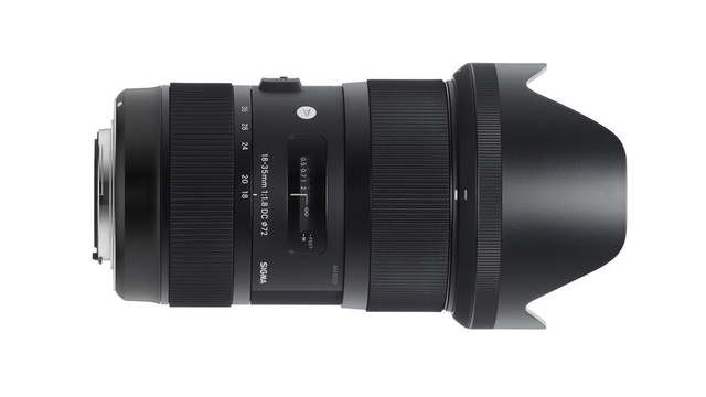 Click here to read The World's First f/1.8 Constant Aperture Lens Will Stalk Light Like Nothing Else