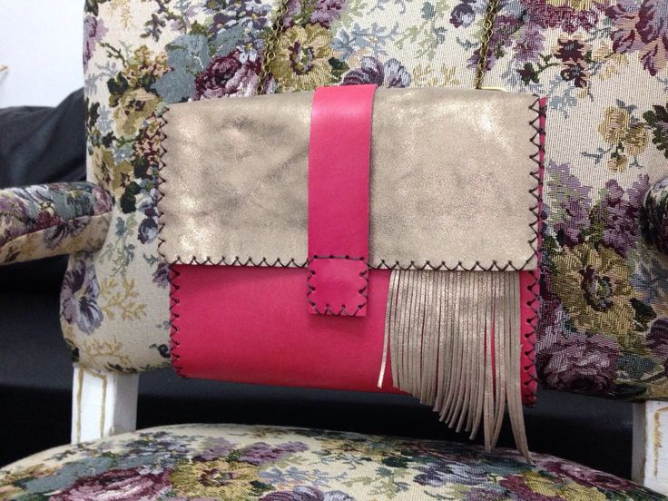 Handmade leather bag displaying a gorgeous combination of fuchsia and beige.The fringes are a must! #handmade #fringes #bag