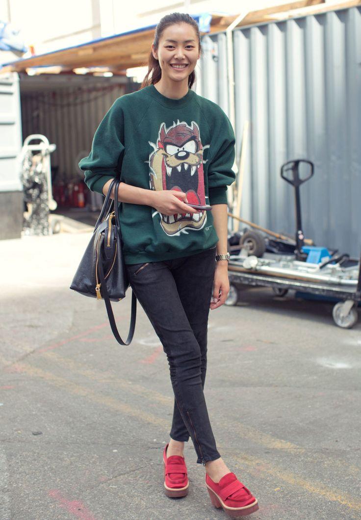 Vintage sweatshirt, Rag & Bone jeans, Miu Miu bag, Acne shoes (@liuwen)