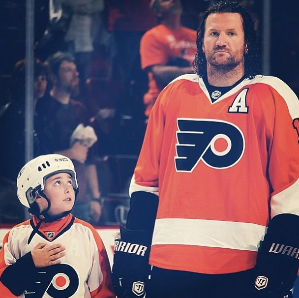 I hate the Flyers, but I love this. - SB  A youth hockey player lines up with Scott Hartnell #19 of the Philadelphia Flyers.