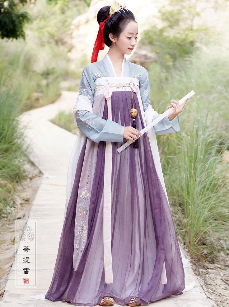 "ziseviolet:    菩提雪/Putixue's Hanfu (han chinese clothing) collection, ""大梦敦煌"" (Dream of Dunhuang). This collection features Tang Dynasty fashion: chest-high ruqun/襦裙 and Daxiushan/大袖衫 (large-sleeve robe)."