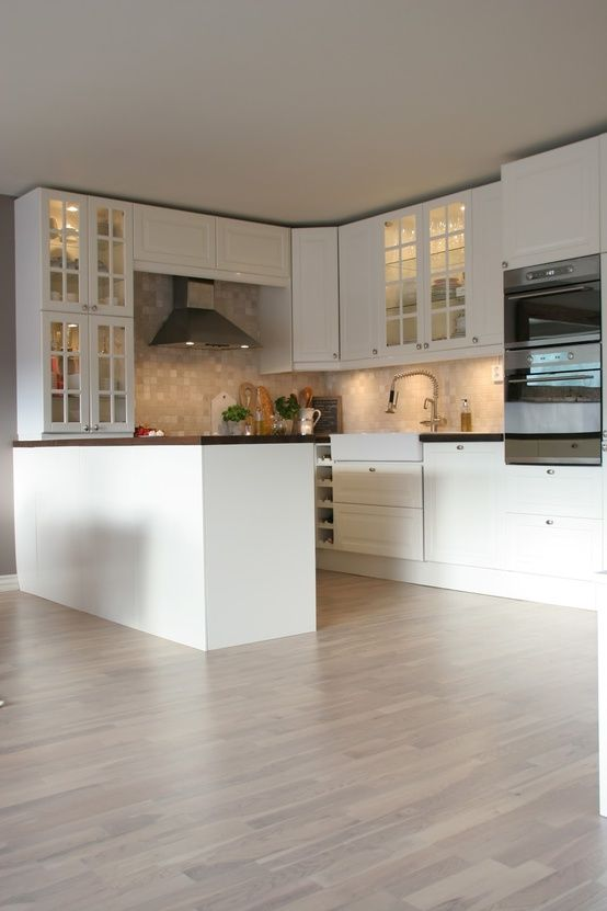 Good working space for an enclosed U kitchen