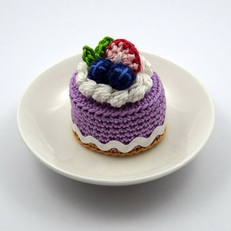 spring berry crochet cake by bibuki