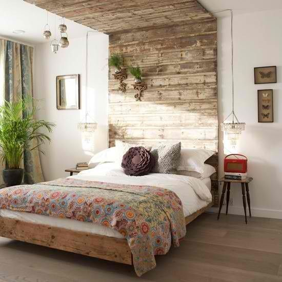Love that the headboard travels upwards and over the bed.Decor, Rustic Bedrooms, Beds, Headboards Ideas, Head Boards, Diy Headboards, Pallets, Design, Bedrooms Ideas