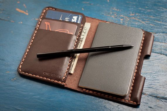 The Park Sloper II, hand stitched leather wallet / Moleskine notebook & pen, havanna brown