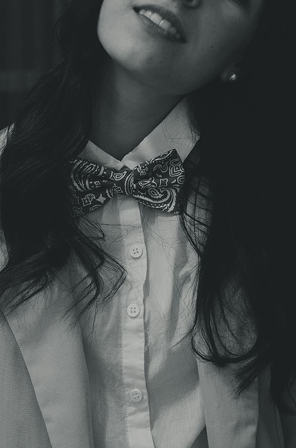 Bow ties for women is an awesome accessory ! Printed ones look all the better with a simple white shirt!