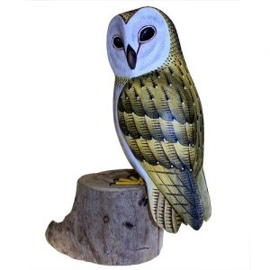 Barn Owl. Size: H: 29 cm; W: 17 cm; D: 10 cm; Weight: 980 g. Hand carved from wood.