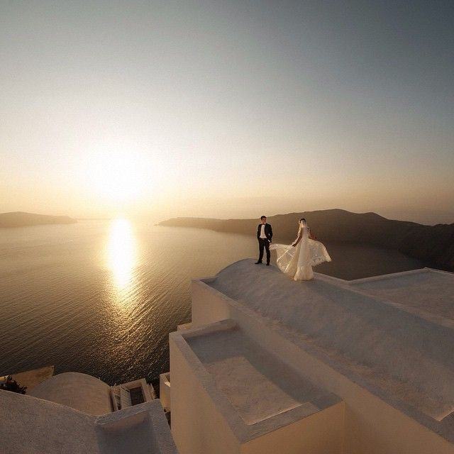 That's the idyllic scenery of your dream #wedding! #Santorini Photo credits: @svadebnij_gid