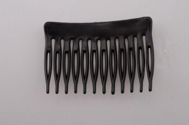 647748 2003500 - Hřebínek - plast - délka 6,8cm