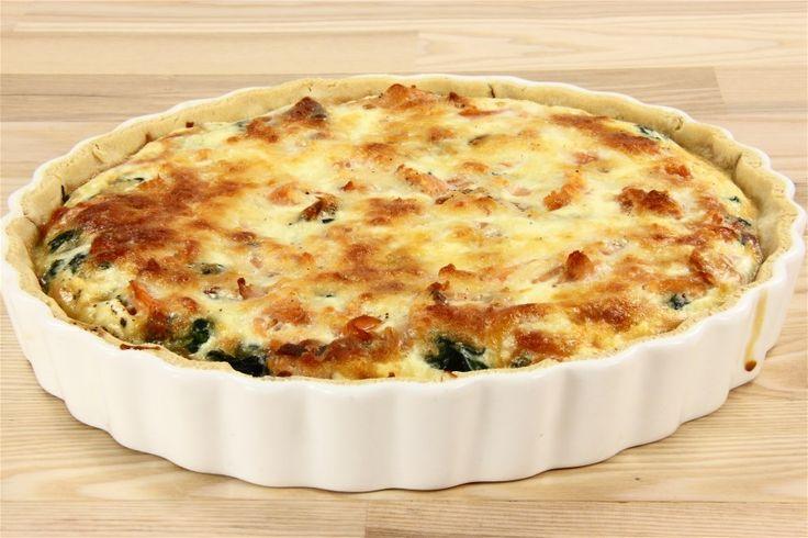 Bland mel og salt i en skål. Skær den kolde smør i stykker og smuldr den i melblandingen. Bland vandet i og saml dejen. Læg den i køleskabet i en time. Smør en tærteform og rul dejen ud. Læg dejen i f