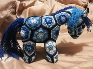 pony african flower a crochet - cavallo all'uncinetto tutto blu: DEEP SPACE PONY