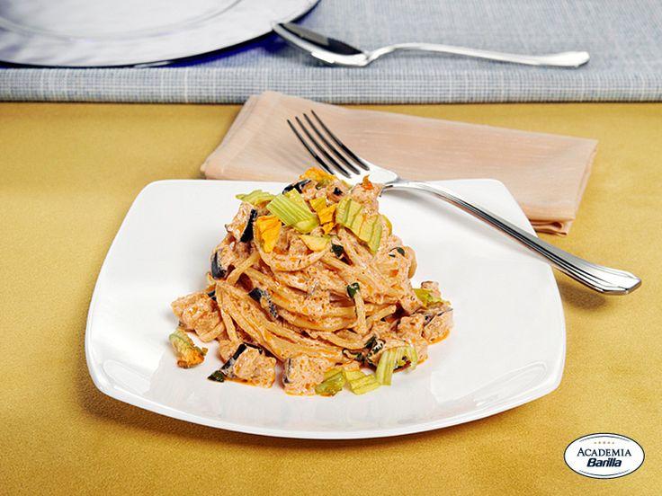 Vermicelli con Pesto alla Siciliana, melanzane e fiori di zucca