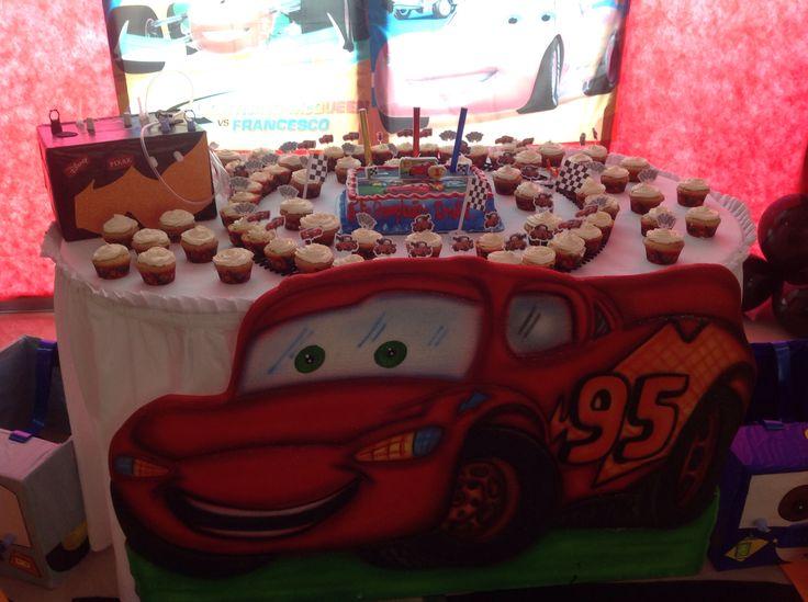 Mesa principal de cupcake y pudin