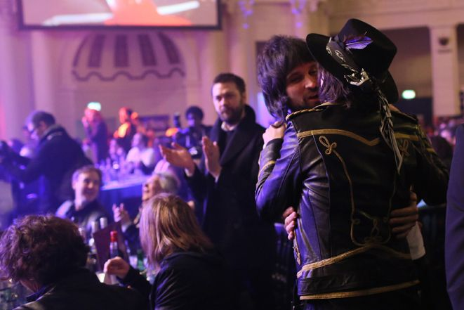 Carl Barat and Kasabian's Serge Pizzorno spread the love as they catch up mid-proceedings. http://nmem.ag/JiV2I