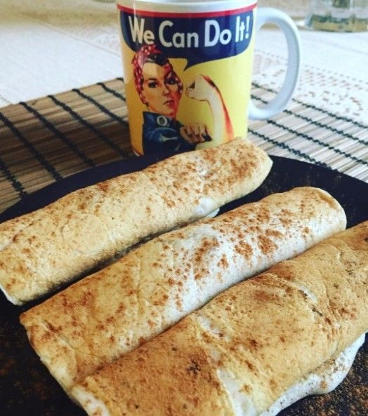 """Bom dia! Café da manhã da @jana_lifeafter30 pra inspirar quem ta indo pra cozinha  crepioca de claras de ovo  goma de tapioca  gotinha de essência de baunilha  amendoim. Mistura tudo e leva ao fogo. Quer mais receitinha rápidas e saudáveis? Dá uma conferida na seção """"Receitas Lights"""" do nosso site (link na bio)!#saudefortaleza by saudefortaleza"""