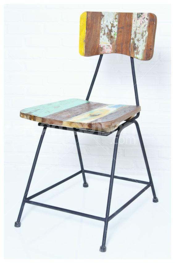Retro Rustic Chair  www.2madison.com  Kursi bergaya retro-rustic ini akan memberi aksen seketika pada ruang yang paling simpel sekalipun. Strukturnya yang kokoh dengan penggunaan gradasi warna kayu kapal daur ulang, akan mencerminkan pribadi artistik si pemilik rumah.  Designer : Madison  Collection : New Amsterdam Series