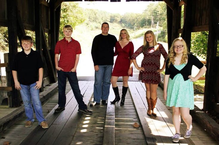 Family photo ideas for families with teenagers!