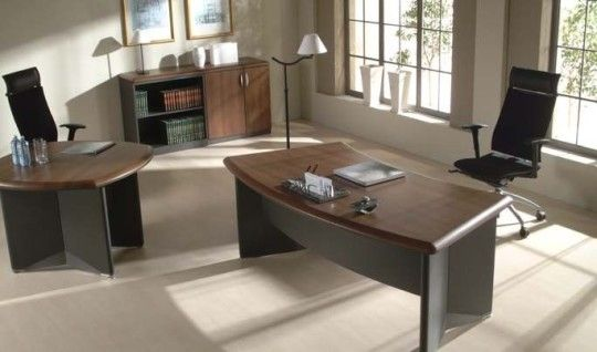 Klasyczne biurko do gabinetu ze strony http://www.arteam.pl/kolekcja/meble-gabinetowe/meritum/