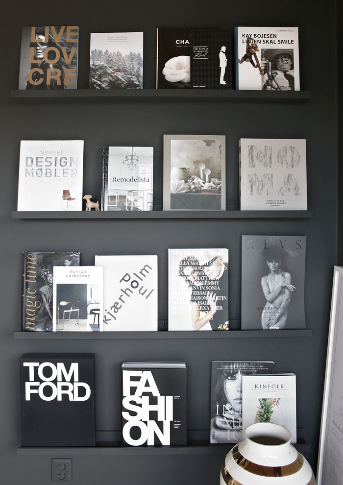 Black wall with books (Stylizimo blog)