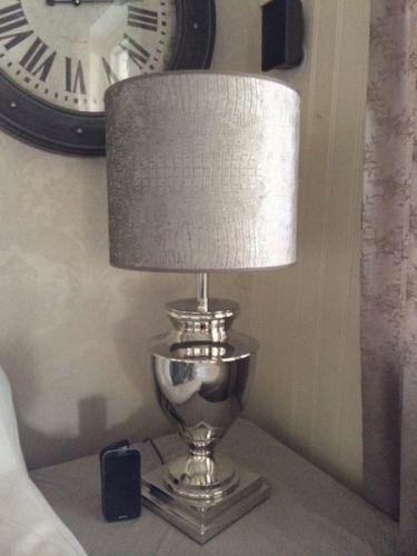 Stor, herlig lampe i stål, som leveres uten skjermDenne lampen er litt mindre…