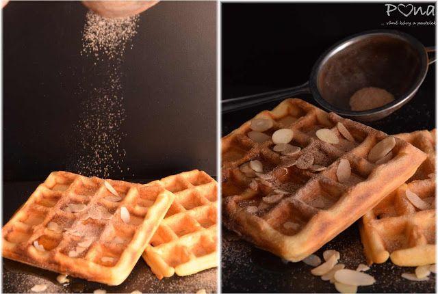 vůně kávy a pastelek: Vafle s javorovým sirupem a mandlemi