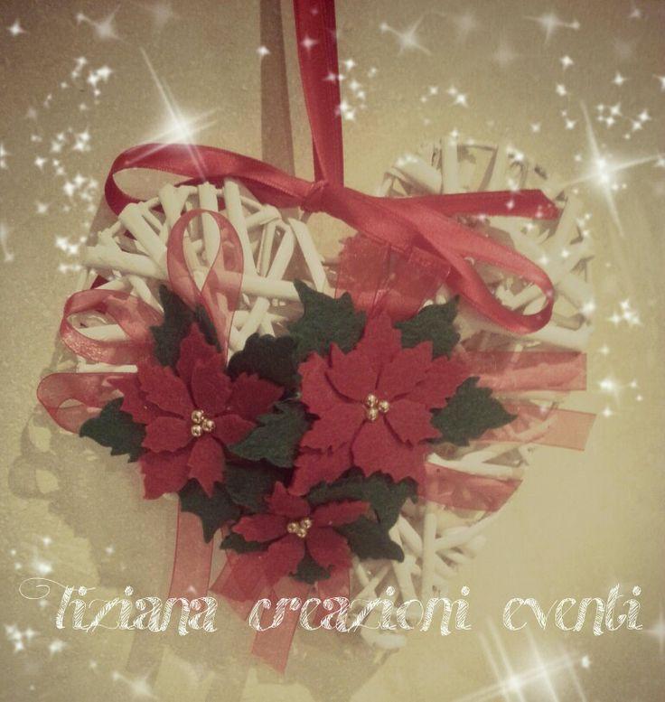 Cuore in vimini con stella di Natale in feltro