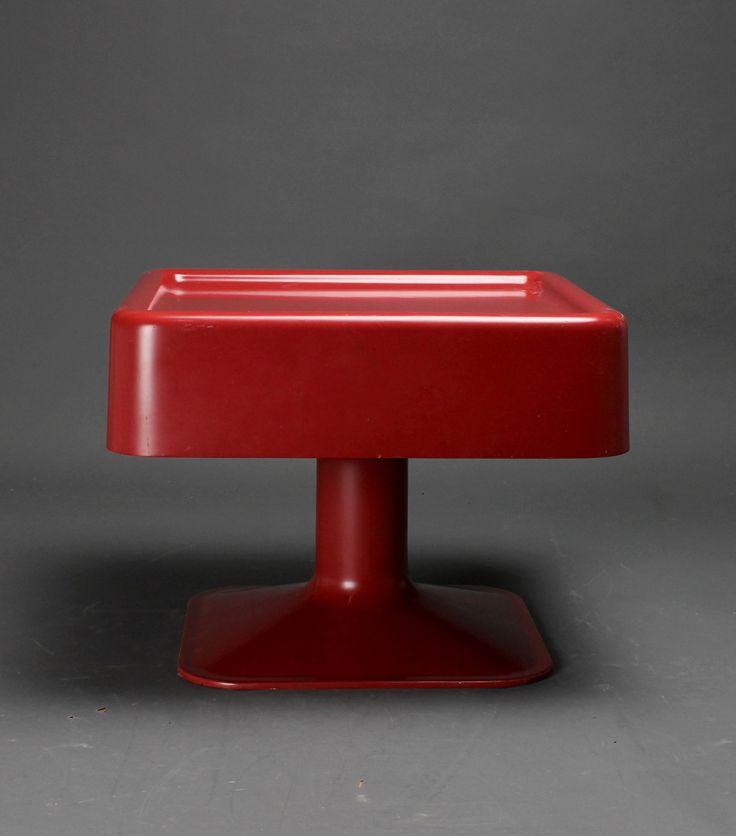 Yrjö Kukkapuro; Fiberglass Occasional Table for Haimi, 1960.