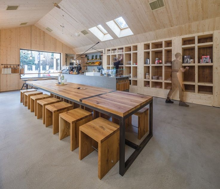 Juice Bar and Cafe Interior Design Wit Plenty Of Wooden Materials