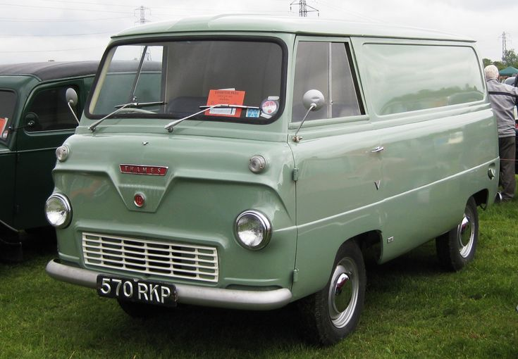 If ever there was a #Pretty van - This is IT! :-) The Ford Thames 400E