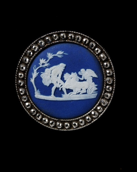 Wedgwood button, c.1785-1800, V&A Museum