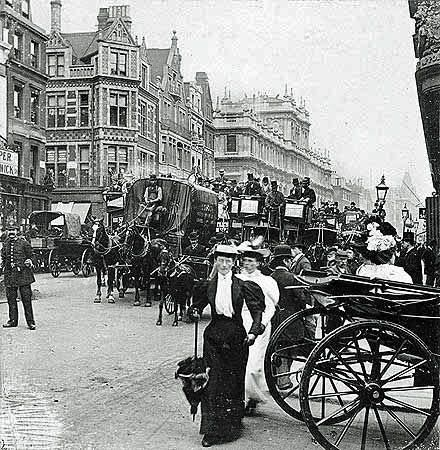 Piccadilly, London, circa 1900