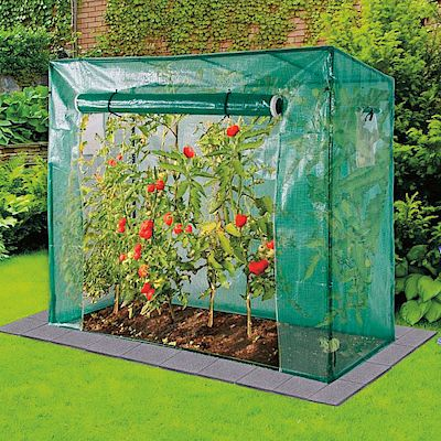 Fóliovník vhodný nejen na pěstování rajčat má rozměr 200 x 80 x 169/148 cm (š/h/v). Cena 989 Kč.