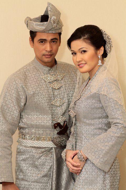 Set pengantin Melayu kain songket