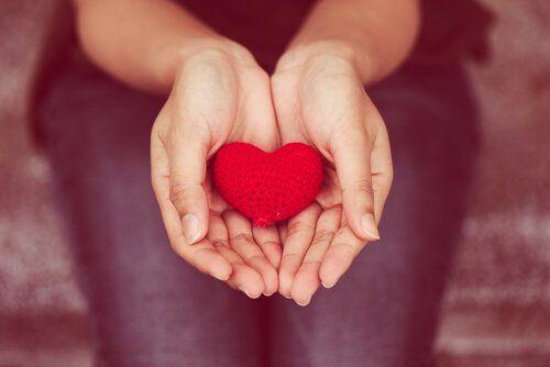 Dar desde el corazón (comunicación no violenta o empática) | lamenteesmaravillosa.com