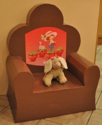 Vous aussi faites votre fauteuil en carton avec de simples boîtes en carton récupérées un peu partout. Les meubles en carton, c'est fou mais c'est possible!