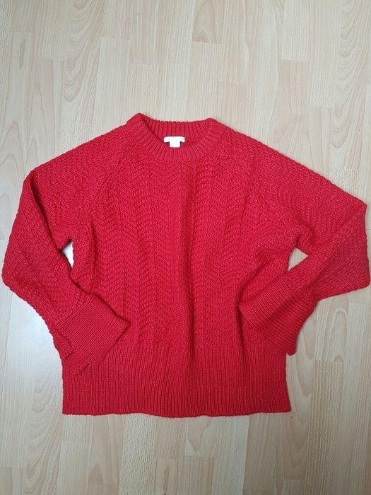 Roter Pullover von H
