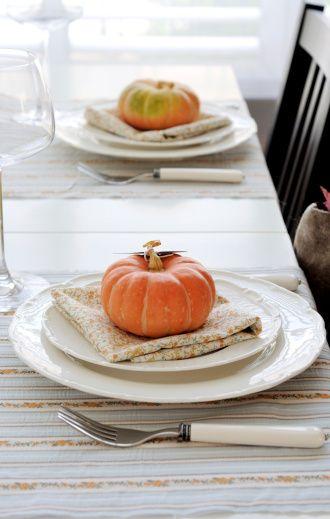 Minimalist Thanksgiving table settings