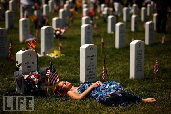 I can't begin to imagine....and I hope I never have to....Heroes, Photos Gallery, Afghanistan, Veterans Day, Young Women, My Heart, Memories 11/9, Military Photos, Memories Day