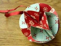 Simple homemade christmas ornament - step by step instructions at homemade-gifts-made-easy.com