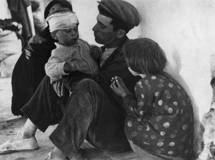 Photo: Robert Capa  SPAIN. Murcia. February 1937. Refugees from Malaga.