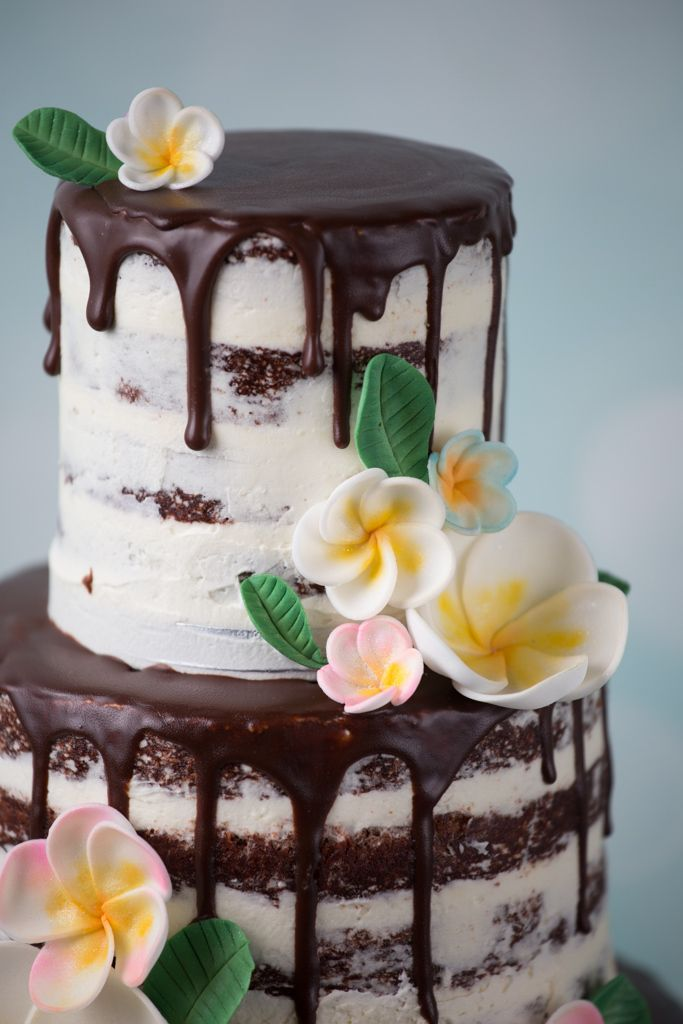 Drip Cake Mit Wunderschonen Farbenprachtigen Blumen Von Minh Cakes Zurich