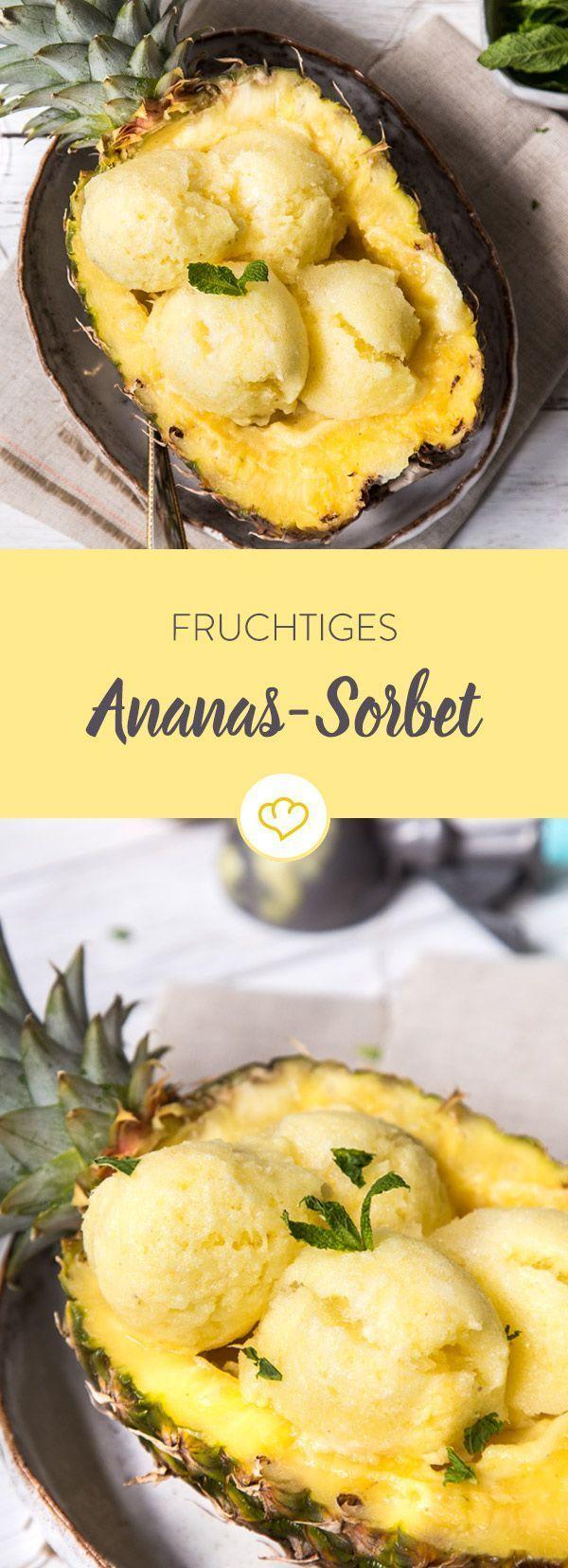 Dieses Ananas-Sorbet schreit förmlich nach Sommer: Einfach loslöffeln und von weißen Sandstränden und tükisblauem Wasser träumen.