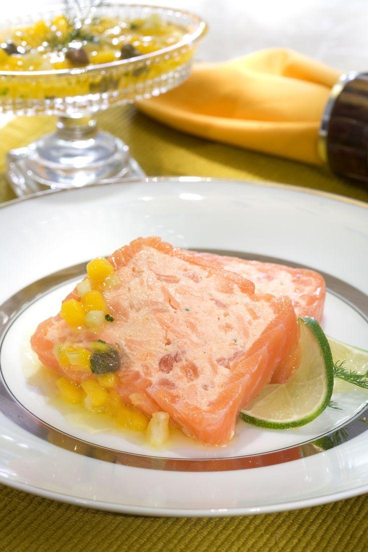 Terrine de salmão com vinagrete de manga e erva doce