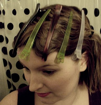 1920s flapper easy finger waves hair tutorial via va-voom vintage #FingerWave