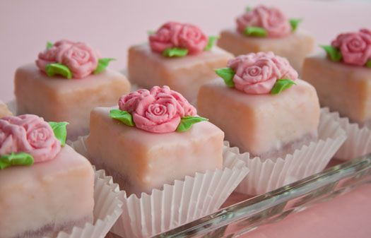 ,: Minis Cakes, Little Cakes, Petite Four, Awesome Cakes, Flowers Cakes, Pink Rose, Fondant Rose, Teas Parties, Rose Cakes