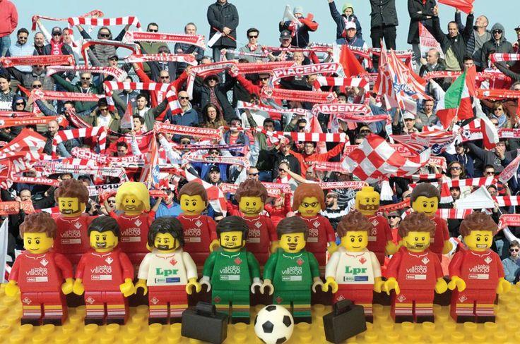 Scoop📢⚽: il Piacenza Calcio sta vendendo tutti i suoi giocatori... in miniatura!  Colleziona le miniature dei tuoi campioni biancorossi preferiti e porta la Lupa sempre con te!