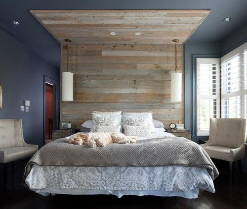 die blaue bedeckt decke und wnde schaffen eine coole kulisse fr dieses kompakte master schlafzimmer - Masterschlafzimmerdesignplne