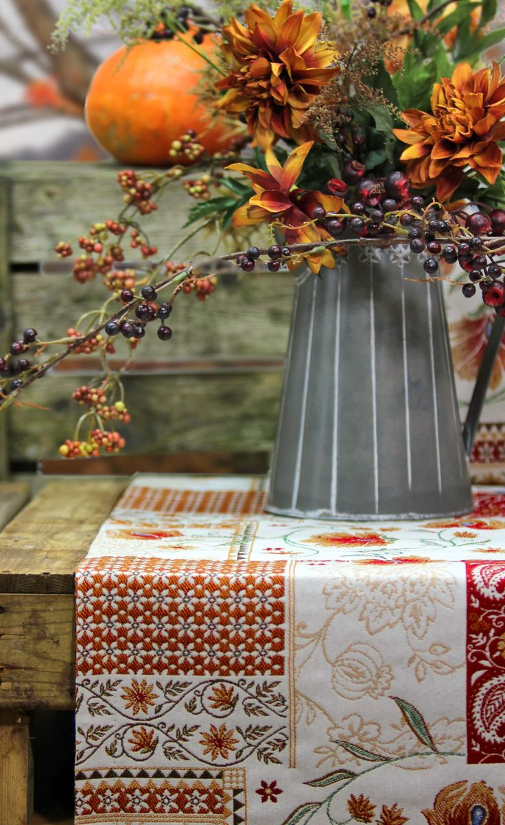 Yes, yes, and YES!!! Beautiful autumn florals!