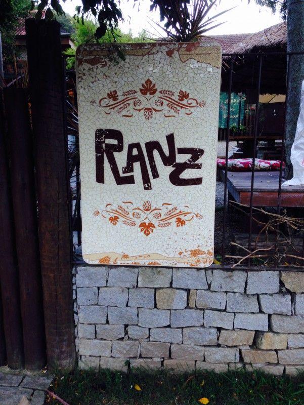 """Cervejaria Ranz, do proprietário e engenheiro Gustavo Ranzato, cujo nome vem da abreviação de seu sobrenome que tem origem italiana, porém sua pronuncia """"ranz""""também é uma analogia a palavra em alemão (Heinz, que também lê-se Ranz) e confunde alguns apreciadores."""